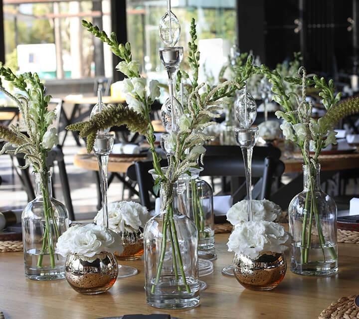 סידור שולחן ופרחים חתונה